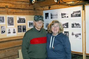 Göran och Siv Samuelsson visade upp en unik fotosamling från Nås Finnmark.