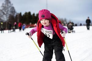 Agnes Allvin, 6 år, höll balansen när det gick utför.