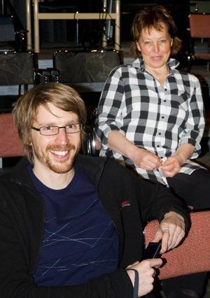 Henrik Ögren och Barbro Skalman hoppas få fortsätta arbeta med Teater Barda även efter årsskiftet.