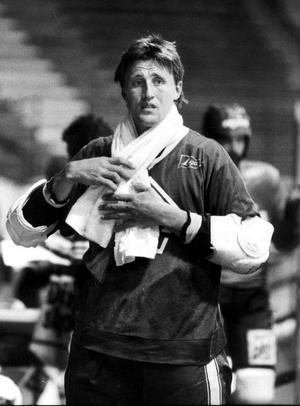 Augusti 1981. NHL-stjärna med handduk om halsen.