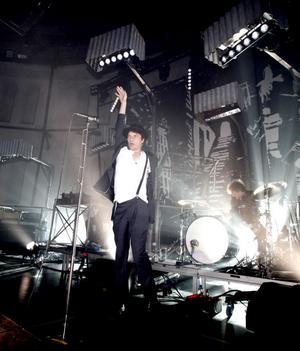 Konserten är dynamisk, bandet växlar mellan hårt och vackert.