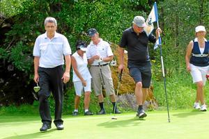 En kvintett golfare, till vänster Håkan Ericson, Sala GK