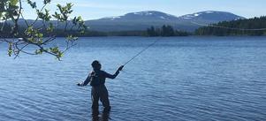 Simon Gräns, 14 år, fångade en öring på 1,2 kilo i Funäsdalen