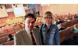 Torsten Larsson (KD)  nöjde sig med att kräva gult kort och anmärkning medan hans partikamrat Marina Ander krävde rött kort och icke ansvarsfrihet för landstingsstyrelsen. FOTO: STAFFAN BJÖRKLKUND