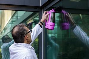 Lite omständliga att använda, men visst fungerar de, menar Philip Rhodes på Intertek, som testat batteridrivna fönsterskrapor åt Testfakta.