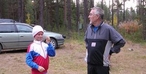 Linneá Sahlin och Hans Bok diskuterar sitt lopp.