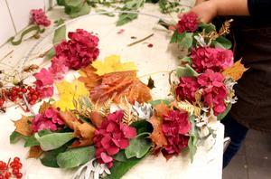 Cerise hortensia och orange lönnblad blir effektfulla färger ihop.