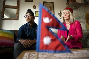 Under en av sina resor till Nepal lärde Carina Aynsley från Bredsand känna Bimal Osti som driver ett barnhem i Kathmandu. Nu är Bimal på besök i Sundsvall. Han hoppas att omvärlden ska vilja hjälpa hans folk.