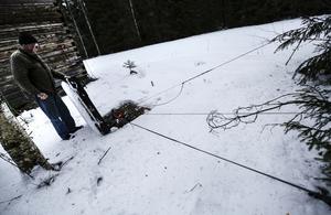 Här börjar den kilometerlånga antennen som fortsätter ut i skogen på rak linje.