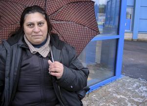 42-åriga Arilka kommer från Bulgarien. Hon hoppas kunna skicka hem lite extra pengar till nyår så barnen får fira lite.