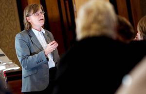 """""""Det ska finnas rutiner i kommunväxeln så att det finns någon som kan svara om någon frågar på samiska. Även om det kan vara enklare att göra det på svenska och även om det tar längre tid"""", säger Kaisa Syrjänen Schaal, departementssekreterare."""