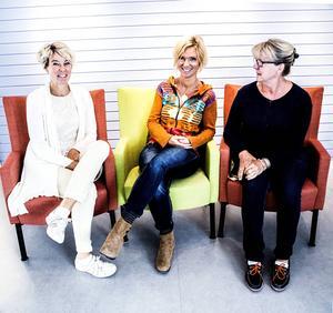 Från vänster; Åsa Hannerz, arbetsterapeut, Helena Söderlund, kurator och Meta Aringstam, sjuksköterska. Tillsammans bildar de Demensteamet.