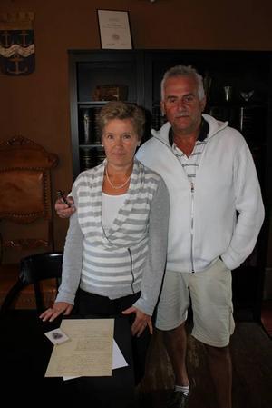 Eva och Ingemar Christenson hittade det unika brevet. Ingemar är släkt med fängelsevaktmästaren.