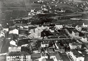Flygfoto över bland annat kvarteret Åkern 1934. Foto: Kommunarkivet.