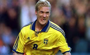 5 september 1998. EM-kvalmatch mellan Sverige–England på Råsunda. Johan Mjällby jublar efter sitt 2–1-mål.