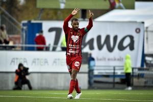 Alex Dyer jublar efter att ha kvitterat till 1-1 mot Falkenberg på Jämtkraft Arena.