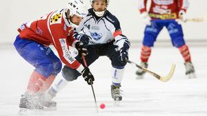 Johan Andersson slår in 1–1.