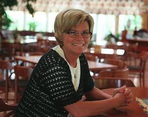 Kortare skolvecka innebär en besparing på 150 000 kronor för läsåret och skolans rektor Carina Modén tror på en fortsättning.