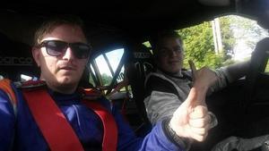 Mikael Gelin tillsammans med en annan förarare, Robert Jacobson, från en tävling tigiare i sommar.