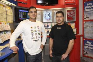 Majid och Ali Hussain som äger Kolbäcks spel och tobak satte ihop systemet  som gav 605.589 kronor till tre lyckliga vinnare i Kolbäck.