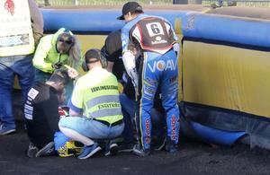 Vaclav Milik blev liggande en lång stund efter kraschen i det avslutande heatet och blev omsedd av både sjukvårdspersonal, tävlingsledaren Mikael Bertilsson, lagledare, mekaniker och lagkompisar. Men till slut reste sig ändå tjecken och körde omstarten av heatet.
