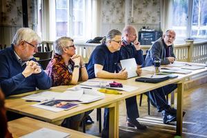 Yvonne Oscarsson (V) och Lars Björkbom (KD) var öppet för det dyraste av förslagen om förvaltningshuset. Rolf Paulsson (före detta SRD), längst till höger, förespråkade ett billigare alternativ.