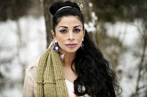 Zinat Pirzadeh ska göra stand up tillsammans med Anna-Lena Bergelin och Elina Du Rietz på Casino Cosmopol på lördagskvällen.