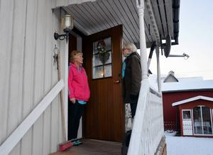Evy Lodin har tagit initiativet till grannsamverkan och i går gick hon runt och knackade dörr hos grannarna för att kolla av intresset. Marianne Lundqvist vill gärna vara med. Förhoppningsvis kommer de snart att kunna sätta upp en skylt i området.