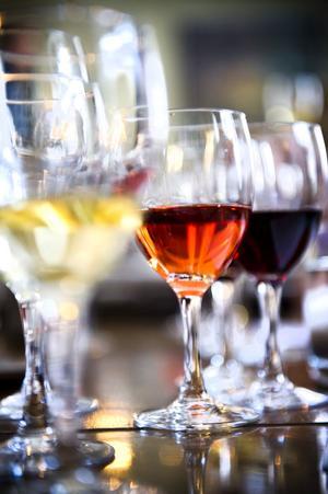 Rött, vitt och rosé fanns bland de provade vinerna.