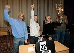 Foto: LASSE WIGERT Jublande filmglädje. Robin Karlsson, Linus Hedberg och  Helena Nordin vann årets filmkunskapstävling och gläds åt prischecken på 15 000 kronor.