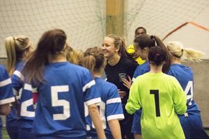 Sundsvall FF jublar efter finalsegern mot arrangörsklubben IFK Timrå i 2015 års Luciacup. Matchen mellan lagen som ofta drabbar samman i olika sammanhang slutade mållös, men efter en dramatisk straffläggning stod SFF som segrare.