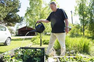 Per Barkander äger marken där isoleringen och den krossade bilen ligger.
