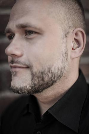 Ralf Junvald, audionom och återförsäljare av hörselskydd som formgjuts och placeras inne i örat.