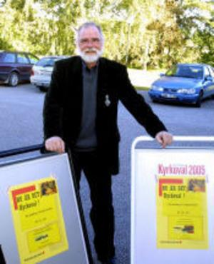 Kyrkoherden i Njurunda församling Olof Lönneborg oroas för lågt valdeltagande i söndagens kyrkoval och att många väljer utträde ur Svenska kyrkan