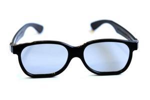 NYA. 3D-glasögon anno 2009 är inte lika sladdriga och fula som sina föregångare.Foto: Dan Hansson/SvD/Scanpix