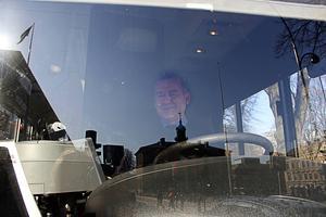 Halil Yilmaz har varit bussförare i Gävle i 15 år, i dag på Bussförarens dag firas han och kollegorna lite extra.