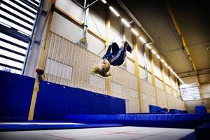 Elvaåriga Clara Werner Sidén från Östersundsgymnasterna är glad över den nya gymnastikhallen.