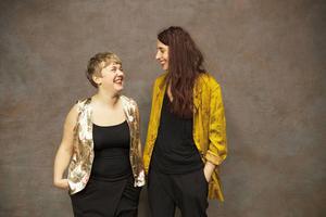 Elfrida Bergman och Sara Lindquist jobbar med Arkiv Q som ska lyfta fram normbrytare i Fjällmuseets utställningar.