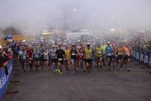 Starten i Ultravasan och Vasastafetten 2016. Ultralöpning (långdistanslopp) har blivit vanligare de senaste åren. Maria Jansson tror att det beror på att sporten har fått mer uppmärksamhet.