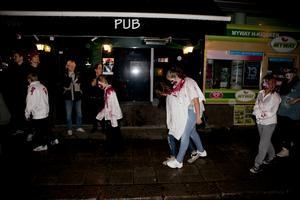 De Norrtäljeborsom befann sig ute på gatorna fick sig en rejäl chock när zombietåget haltandes strök förbi.