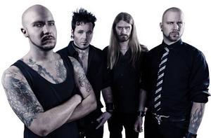 Hårdrocksbandet Sparzanza har blivit en produkt av musikindustrin som spelar på rutin och saknar charm, tycker GD:s recensent.