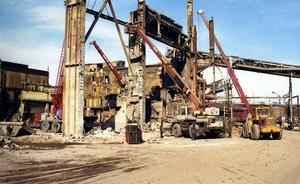 Stålverket demonterades bit för bit ned till ett djup på fyra meter under mark