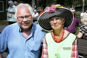 Karin Hedin vann hattparaden. Hon hann även prata en stund med sin gamle arbetskamrat Sten Berggren. De jobbade i Handelsbanken en gång.