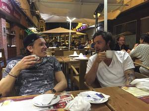 David Lindberg tillsammans med artisten AronChupa (Aron Ekberg) på Gran Canaria.