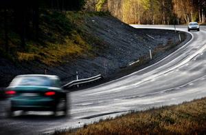 Resor till och från jobbet kan kosta mycket. Från 2009 får man dra av för kostnader över 9 000 kronor i stället för 8 000 kronor. Foto: Ulrika Andersson