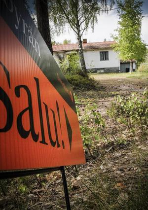 Villapriserna sjunker på bruksorterna när befolkningen flyttar.