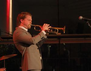 Karl Olandersson. Han kan stå som förebild på hur en jazzmusiker uppträder på scenen.