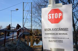 Hängbron i Malung har klassats som farlig och stängts. Nu är frågan när den ska kunna öppnas igen.