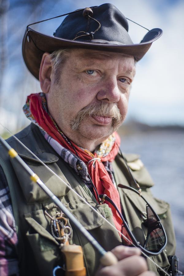 Ralph Johansson kommer från Göteborg. Han har säsongat 34 år i Linsell för fisket, men den campingen lades ner förra året. Denna sommar bor han på Lillhärdals camping och han säger att han har hittat ett nytt årligt säsongsställe.
