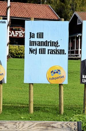 FP:s affisch på Malmtorget i Kopparberg bär ett budskap som till viss del inte delas av en stor del av invånarna.